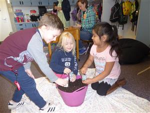 potting-soil-kids